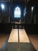 Richard III grave inside the cathedral 3